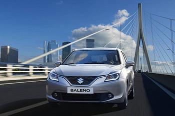 Suzuki Baleno auf einer Brücke
